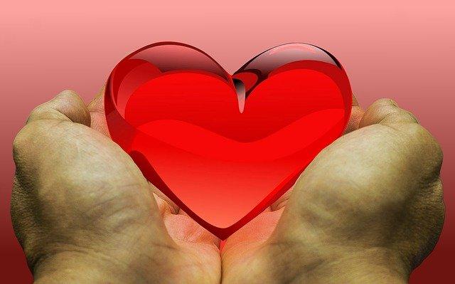 Main sur le coeur